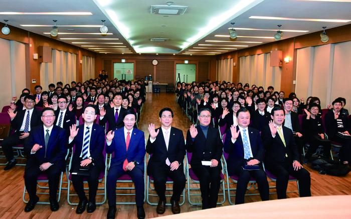 5신학교 개강예배.jpg