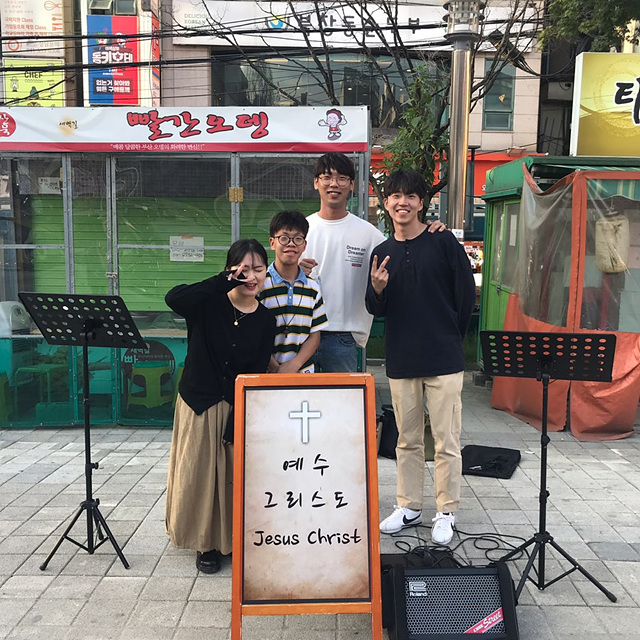 버스킹(신수정 서영욱 황중현 김의종).jpg